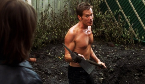 stir-of-echoes-kevin-bacon-tom-digging-yard-shirtless-review.jpg